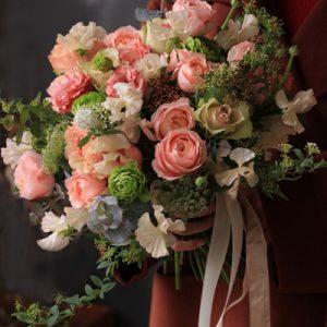 コーラルピンク花束
