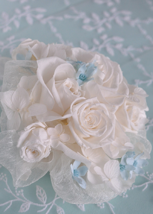 白いバラのヘッドドレス
