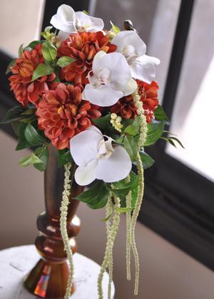 ダリアと胡蝶蘭のブーケ