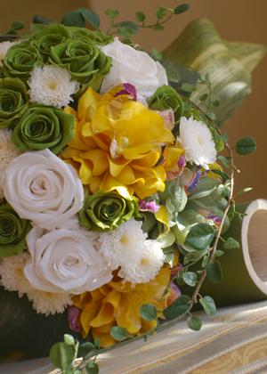 バラとミモザの和装ブーケ