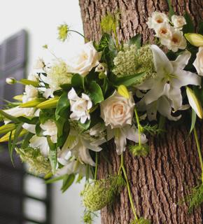 木を飾るお花