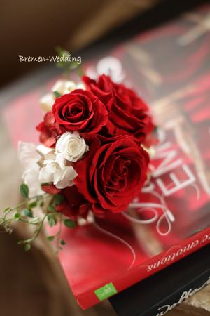 赤バラのリストブーケ