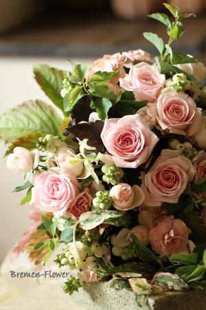 サーモンピンクのバラのブーケ