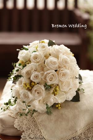 白いバラのティアドロップブーケ