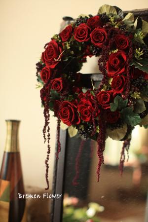 深紅のバラのリース