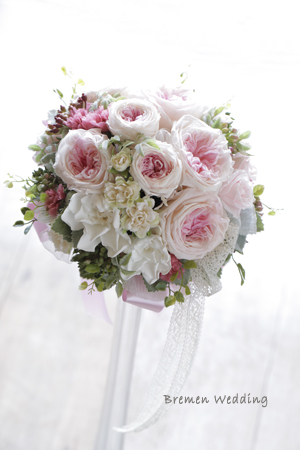 オールドローズ咲きのバラのブーケ